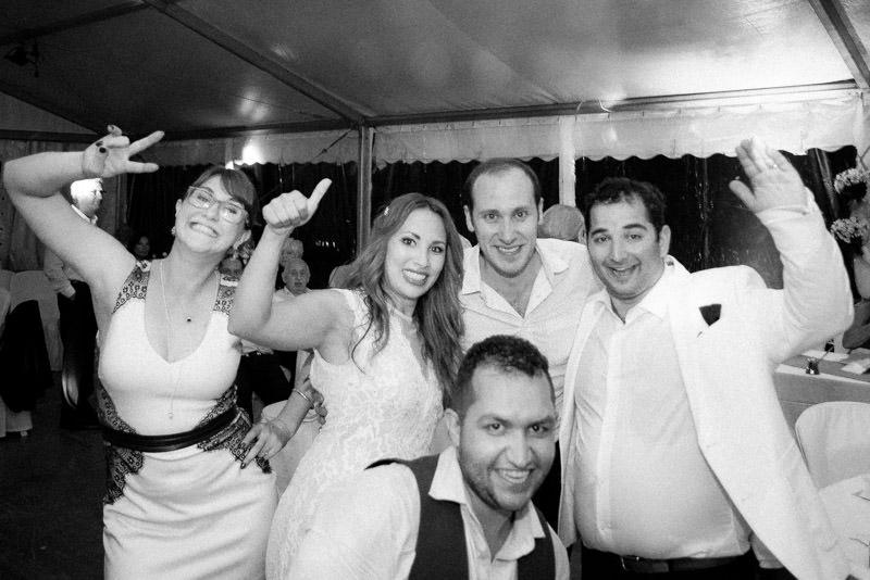 Armen Hambardzumian photographe mariage a Lyon avec les maries pendant le mariage