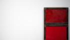 Un oeuvre en rouge au Mac de Lyon par photographe Armen Hambardzumian