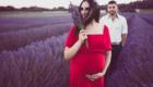 Séance photo grossesse dans les champs de lavandes a Nyons photo Armen Hambardzumian